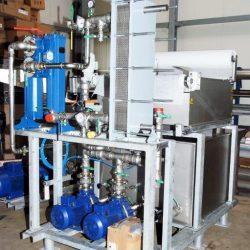 Pumpstation für eine Induktivhärteanlage mit dem Kreislauf für das Abschreckmittel; redundante Pumpenausstattung