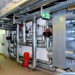 Wasserkühlsystem einer Verbrennungsanlage mit Abwärmeauskopplung